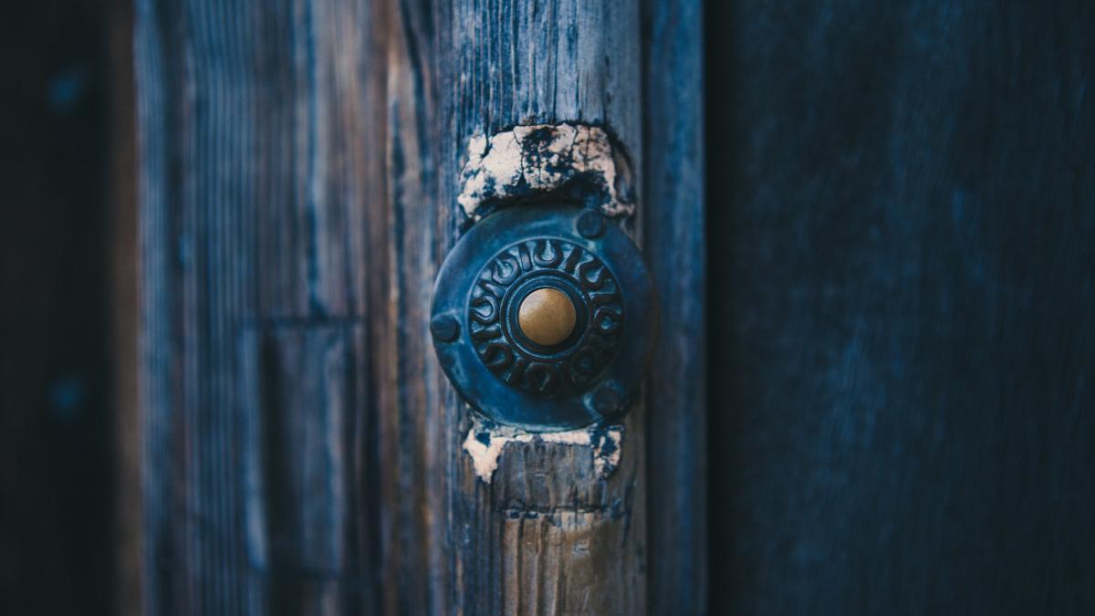 Klingel an der Tür